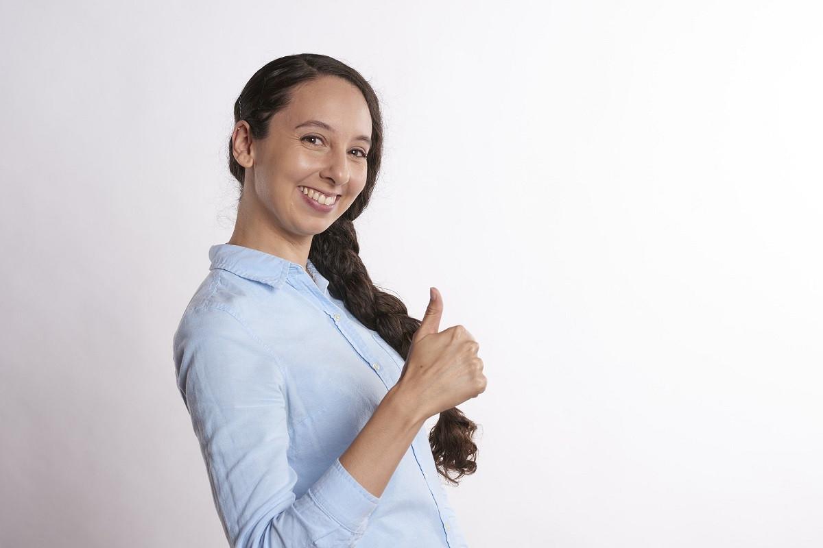 9fl70btc Tevreden Jonge Vrouw
